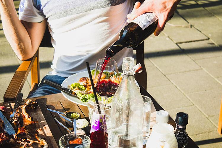 Truyền thuyết Bảo Bình liên quan đến người rót rượu
