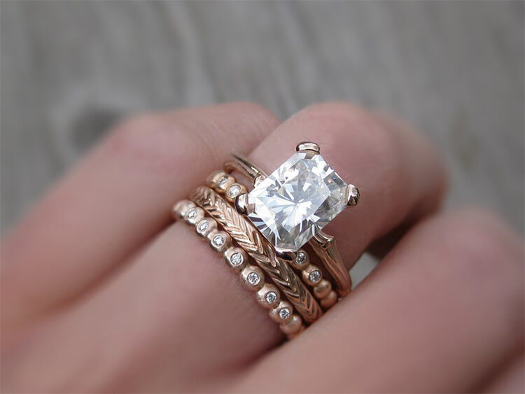 Nhẫn vàng hồng đính đá quý